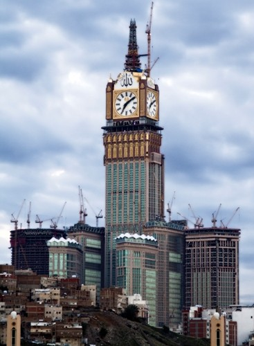 Liebherr Crane places the tip on the Royal Clock Tower in Mecca