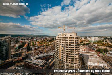Vežové žeriavy Liebherr na projekte SKY PARK by Zaha Hadid
